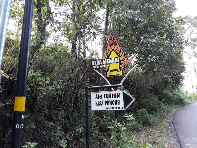 Penunjuk arah jalan masuk wisata desa Menari, desa menari tanon, astra internasional, arah tari topeng ireng, topeng ayu desa tanon