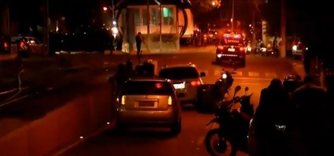 Sobral-CE: Policia faz cerco e negocia com motorista de carro blindado que furou bloqueio