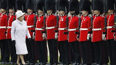 اعتقال أحد حراس الملكة إليزابيث لحيازته الكوكايين