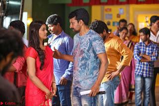 Pooja Jhaveri romancing Vijay Devarakonda in movie Dwaraka (2).jpg