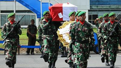 Korem 162/WB Gelar Upacara Penerimaan jenazah Sertu Anumerta Sirwandi Korban Penembakan KKSB