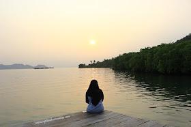 Menikmati sunrise di Pulau Pahawang