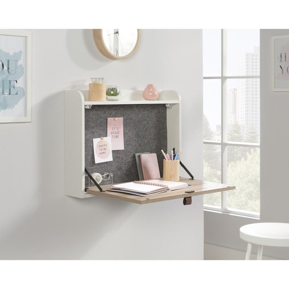 Sposób na małe wnętrza z biurkiem