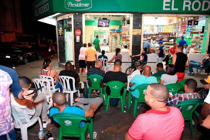 Ley prohibiría consumo de alcohol en calles y parques; también trasladar bebidas dentro del vehículo.