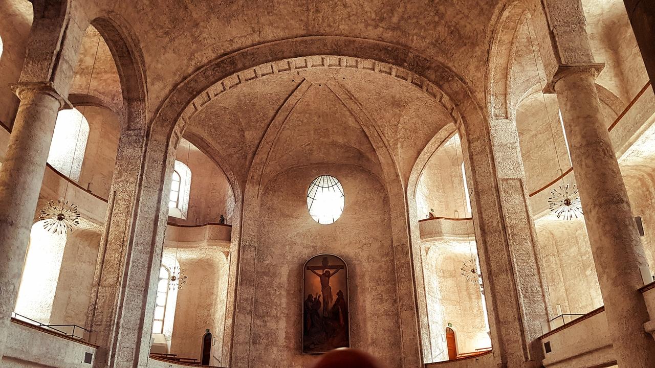 Kościół Św. Krzyża, Drezno. W środku znajdziemy tylko gołe mury, choć i to jest atrakcją wiedząc co pozostało z budynku pod koniec II wojny światowej.