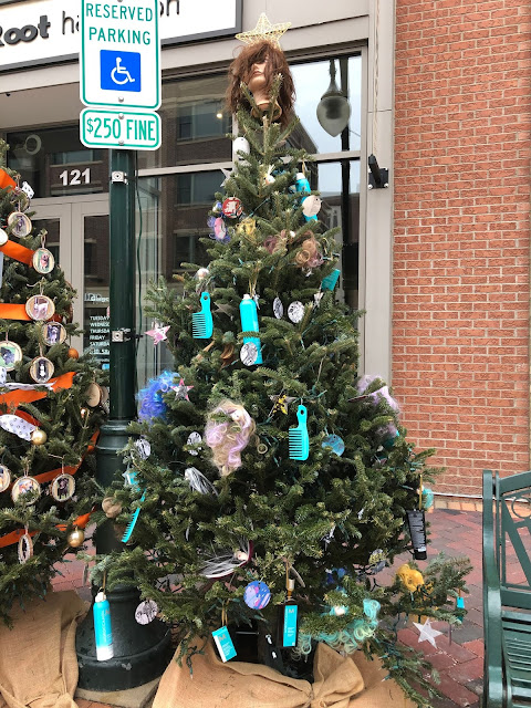 Ginger Root coiffed a special holiday tree in St. Charles, Illinois.