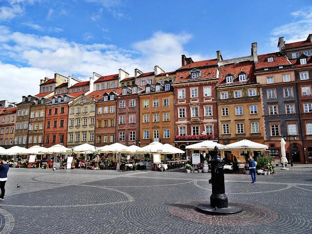 starówka w Warszawie, kolorowe kamienice