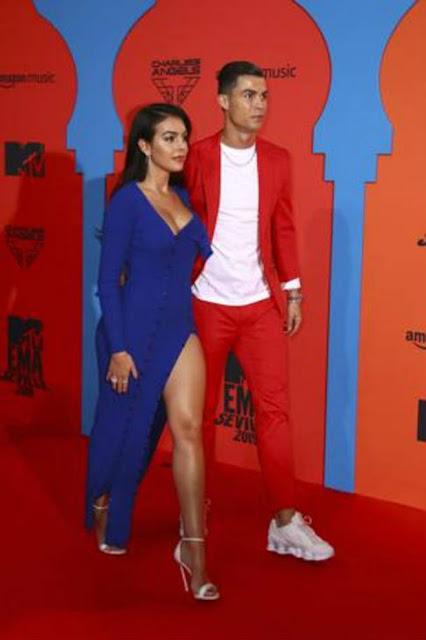 Ronaldo và bạn gái diện đồ cực độc trở lại TBN, nhận tin dữ về bạn thân 3