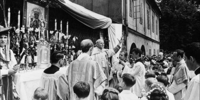 Langkah Pertama Yohanes Paulus II Sebagai Uskup Baru