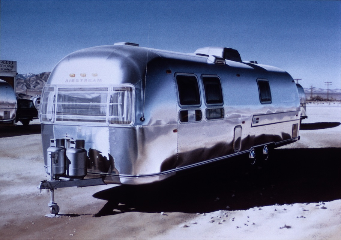 02-Airstream-Ralph-Goings-Hyper-Realistic-Paintings-of-Everyday-Scenes-www-designstack-co