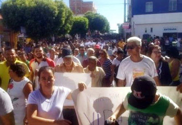 Moradores protestam contra construção de barragem de rejeitos da Bamin em Guanambi