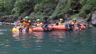 serunya river tubing green canyon