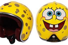 Diseño de casco de bob esponja