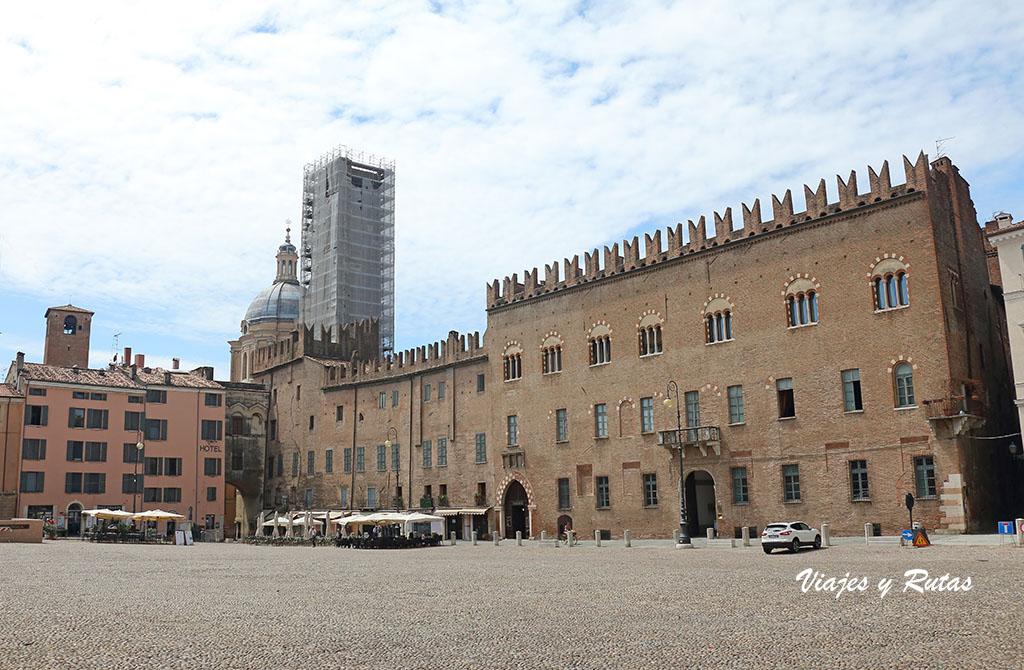 Palazzo Bonacolsi, Pallazzo Acerbi y Torre de la Gabbia de Mantua