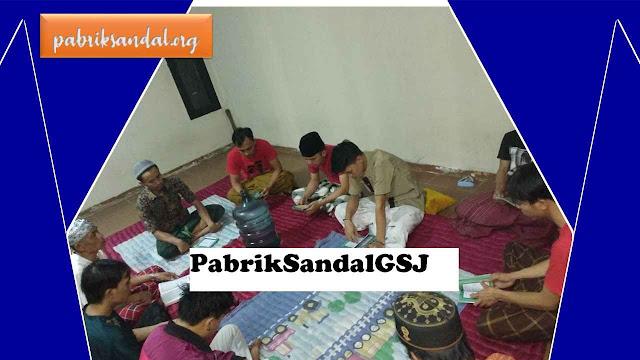 Acara Tahlil Yasin di Malam Jumat Bersama Karyawan Pabrik Sandal GSJ