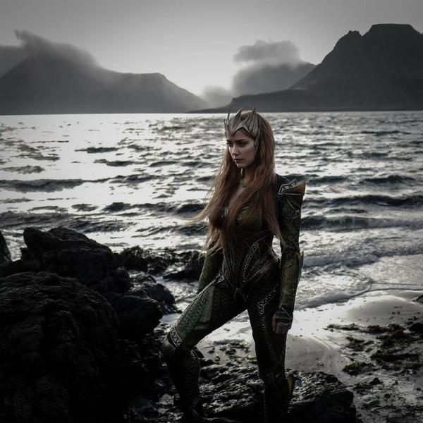 Amber Heard Mera costume
