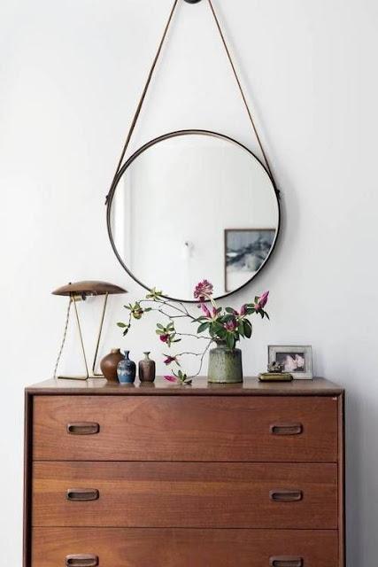 Un miroir rond pour une chambre de caractère