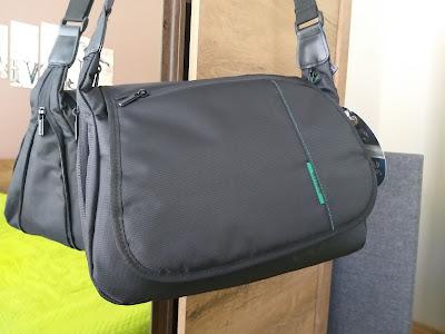 stylish Rivacase 7450 camera bag