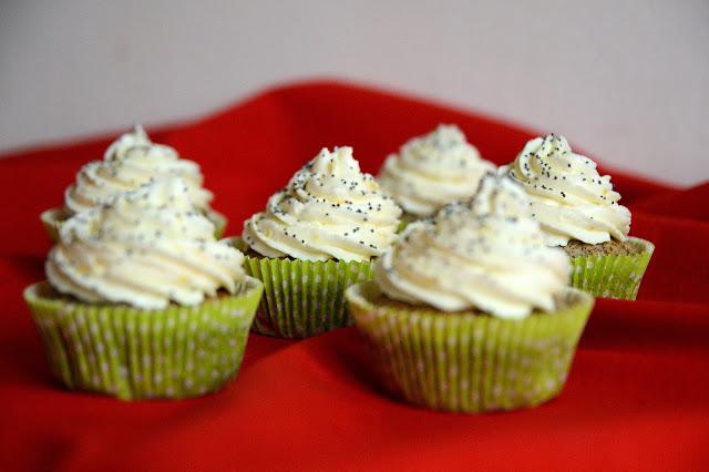 http://www.evusinydobroty.cz/p/makove-cupcakes-s-citronovym-kremem.html