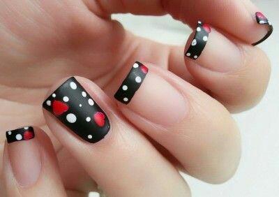 Polka dots nail arts