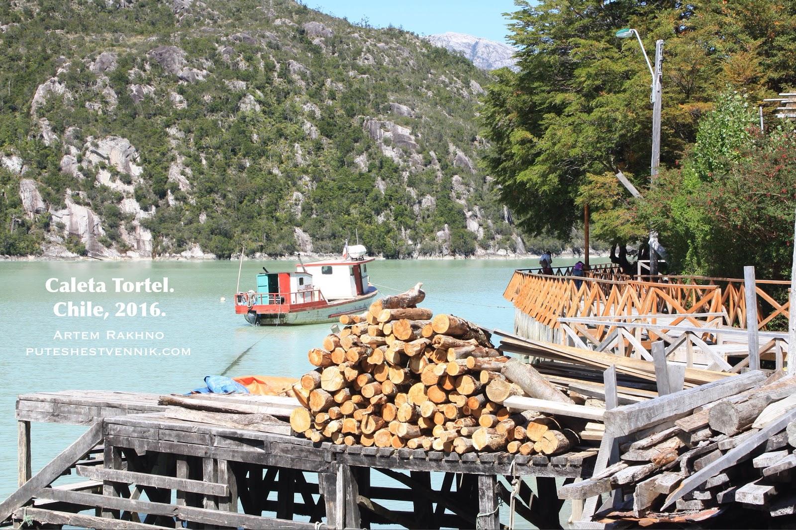 Дрова на пристани в Калета Тортел