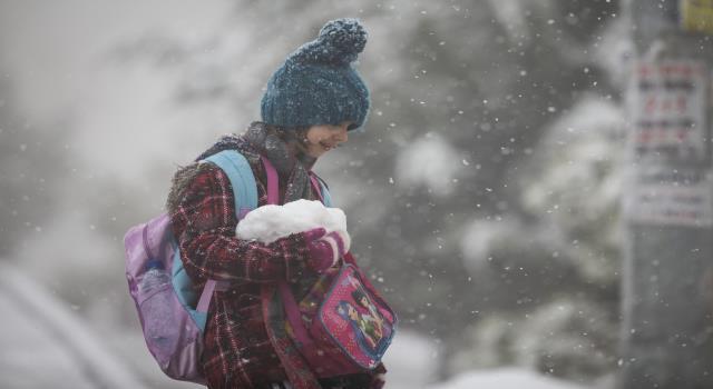تعرف على المحافظات التي اعلنت عن تعطيل الدوام الرسمي ليوم غد بسبب موجة البرد؟
