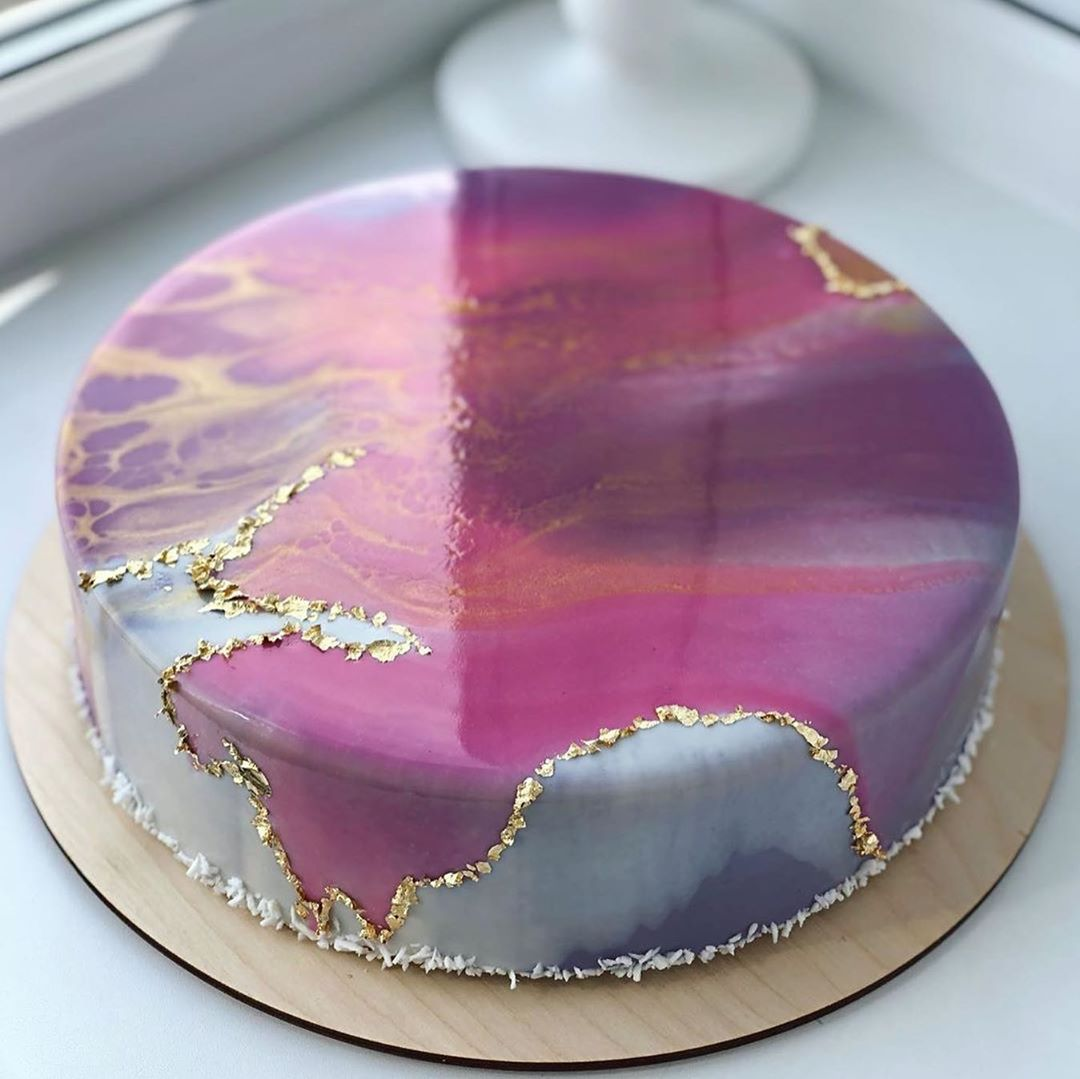 Acrylic pour cake
