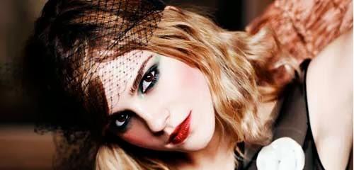 look elegante con labios rojos