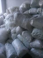 Alat pengepress sampah plastik