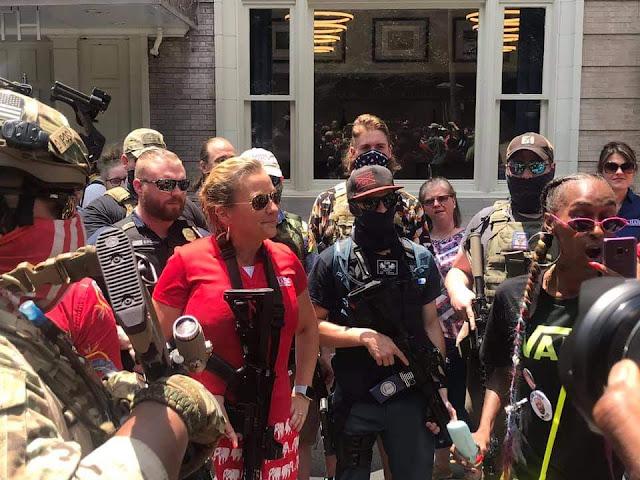 Amanda Chase ủng hộ tướng Flynn và kêu gọi tổng thống Trump