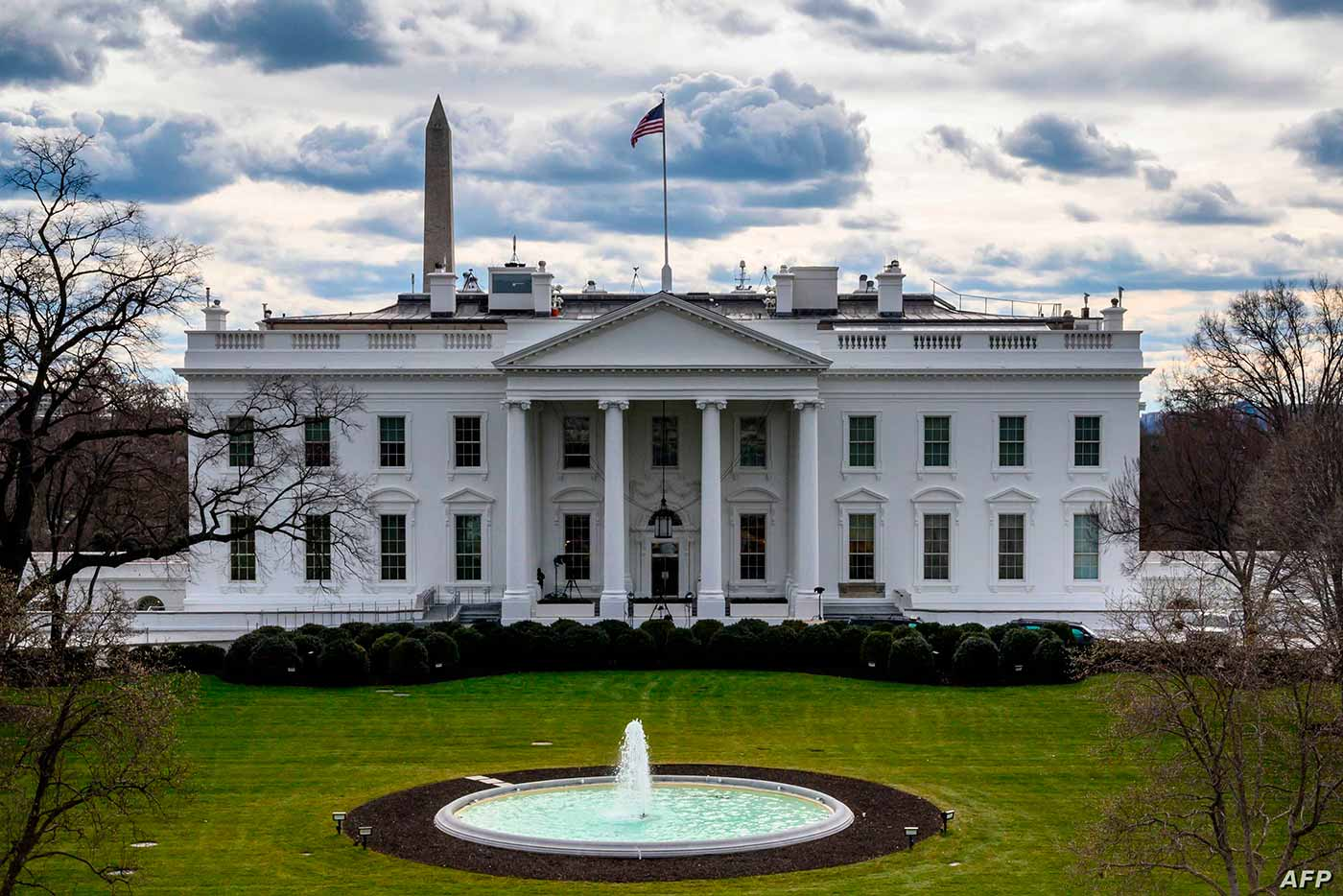 البيت الأبيض يرفض التعليق على تقارير عن أجسام غريبة طائرة