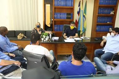 Prefeitura de Jaguarari assina contrato com empresas vencedoras da licitação para reforma das escolas da rede municipal