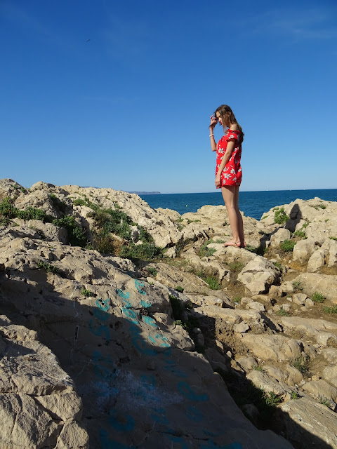 wakacyjna stylizacja, wakacyjny lookbook, outfit, stylizacje, lato 2019, trendy 2019, plaża, jak się ubrać na plażę, Costa Brava