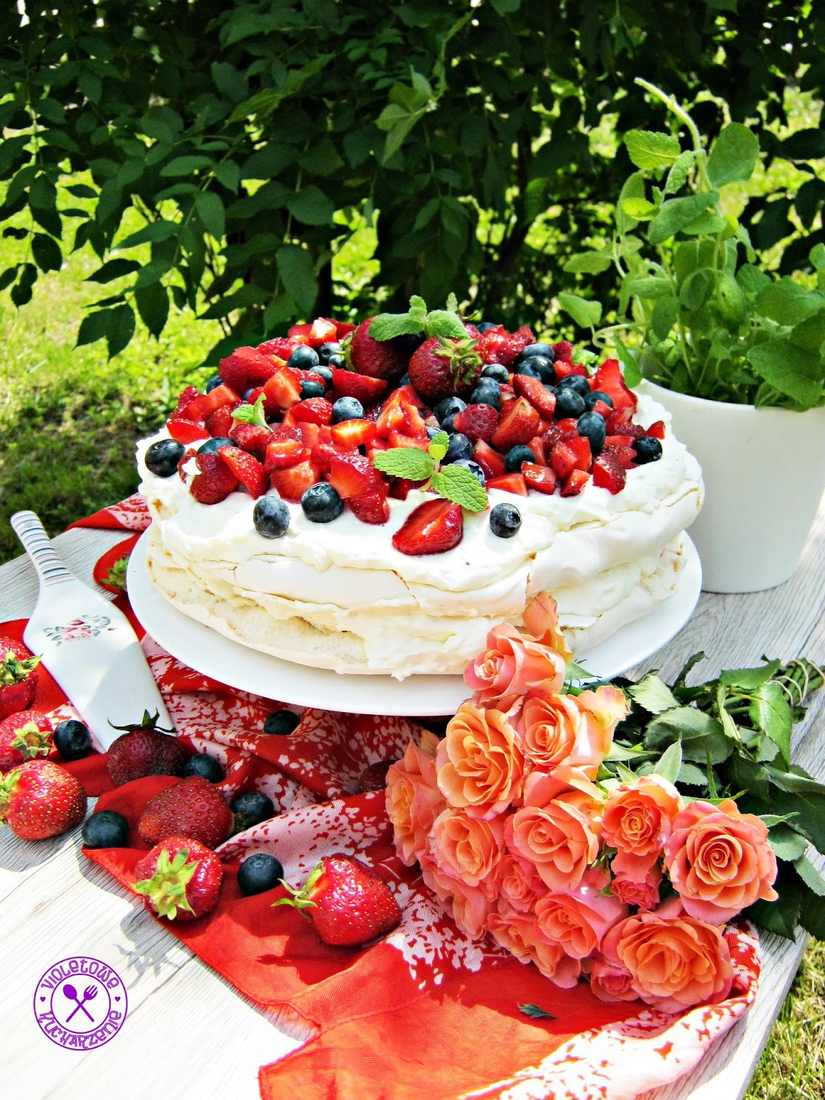 Violetowekucharzenie Tort Bezowy Z Owocami I Kremem Z