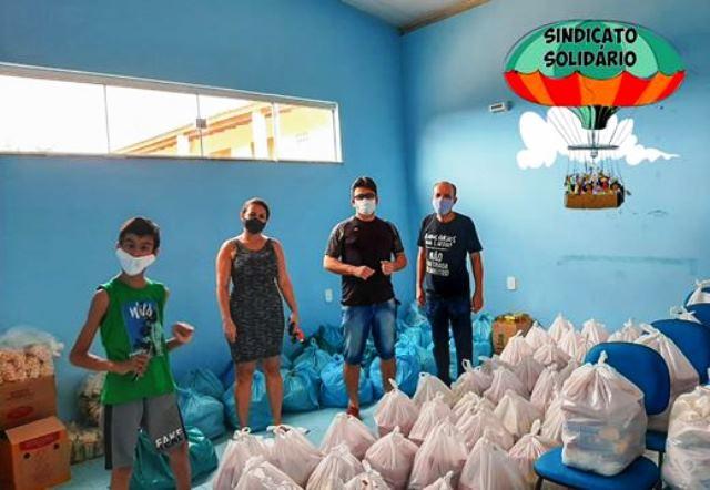 Bancários promovem entrega de cestas básicas em Brumado