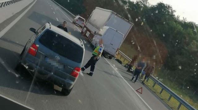 Kamionnak ütközött egy kisbusz az M3-ason Őrnél