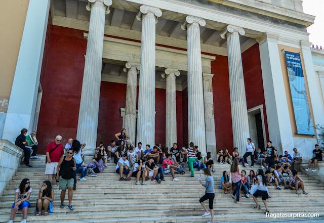 Entrada principal do Museu Nacional de Arqueologia de Atenas, Grécia