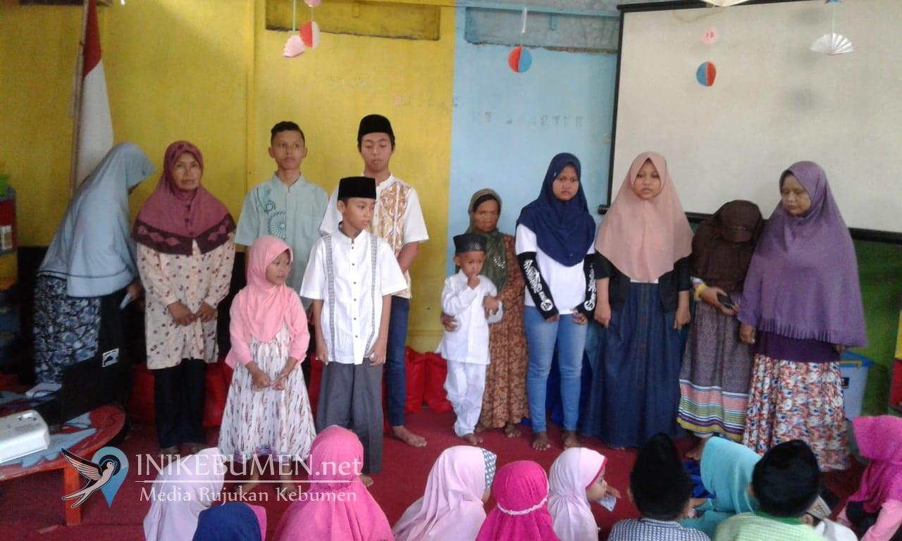 Momen Ramadan, KB Bina Insani Kebumnen Ajak Anak Didiknya Santuni Anak Yatim