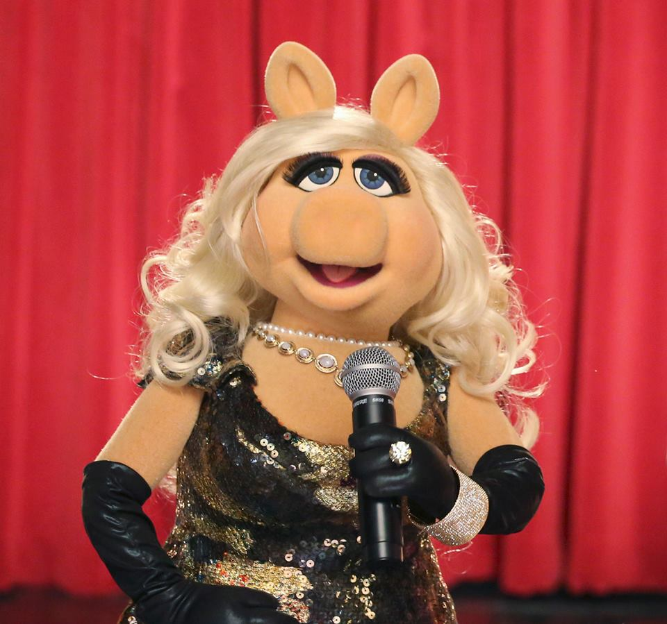 1000th Post Weekly Muppet Wednesdays Miss Piggy: MuppetsHenson: #PiggyChat Live One-On-One Facebook Chat