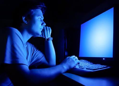 Harmful effects of blue light (screen light) on eyes - congostream
