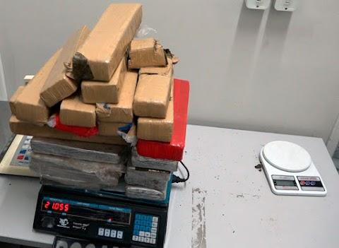 ROCAM apreende 21 quilos de maconha dentro de residência nos Pontos em Mossoró.