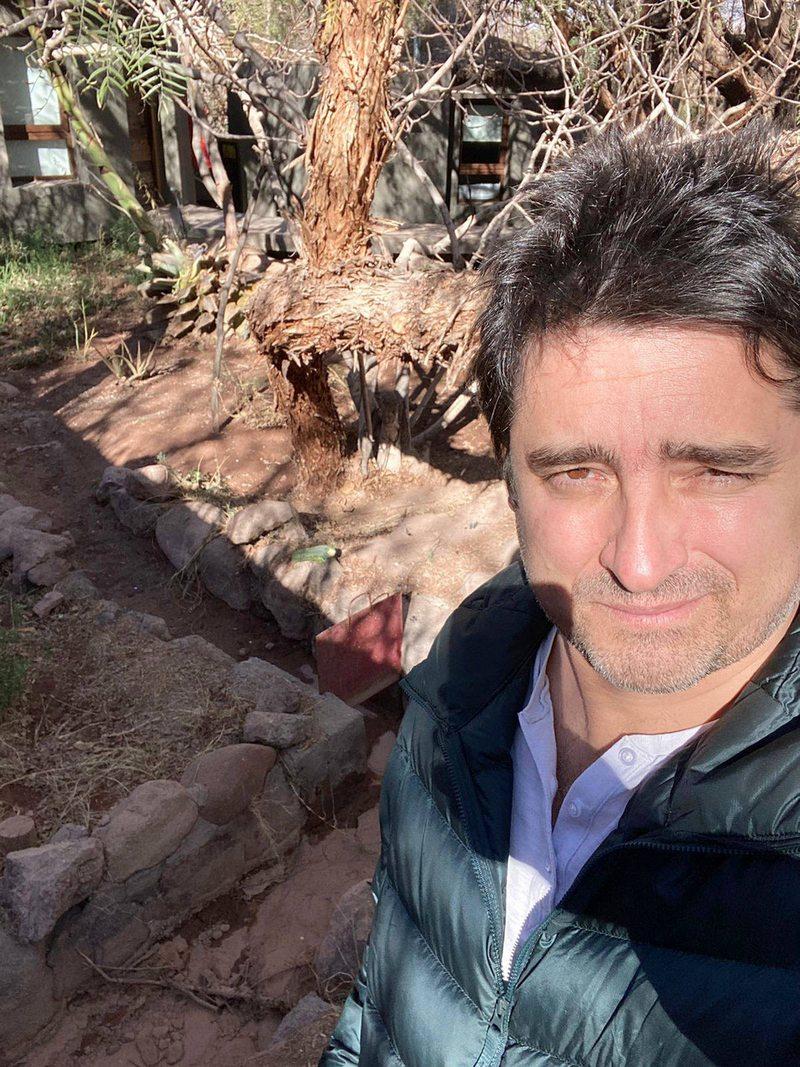 Jorge Zabaleta riega una vez al mes en su hotel de San Pedro de Atacama