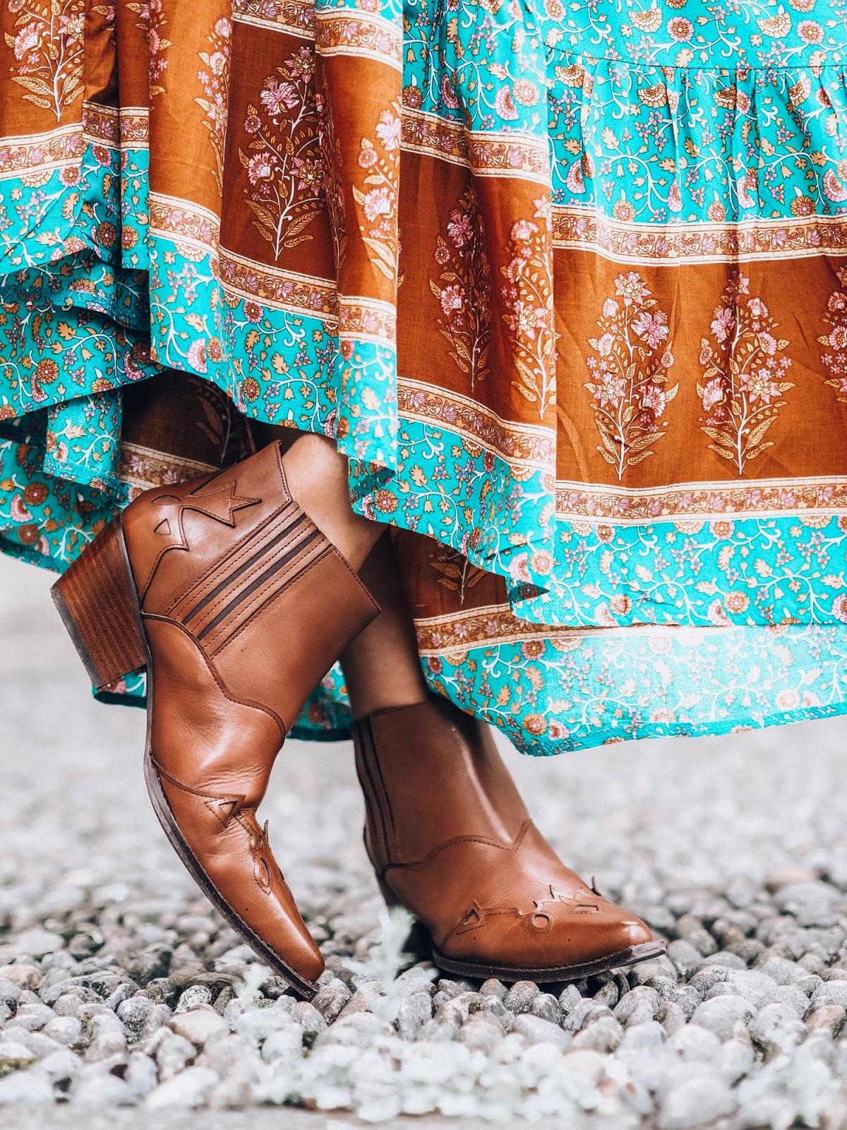 botines estilo cowboy camel