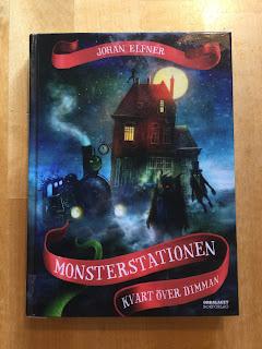 Bild på boken Monsterstationen Kvart över dimman av Johan Elfner