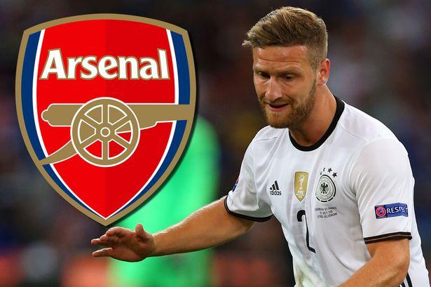 Butuh Bek Handal, Arsenal Paksa Valencia Lepas Mustafi