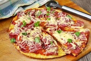 Швидка піца на сковороді: всього за 10 хвилин і апетитна випічка готова