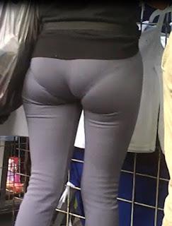 Chicas leggins entallados marcando calzon