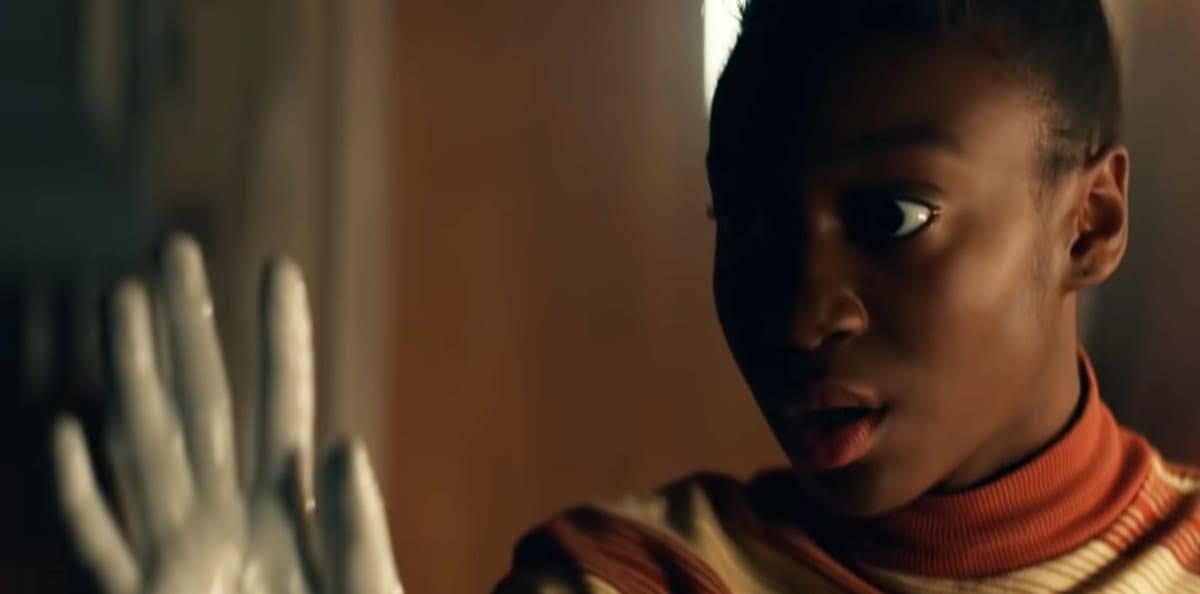 Them :「レディ・プレイヤー・ワン」のエイチ役で知られるリナ・ウェイスがプロデューサーとして、「Us(私たち)」のシャハディ・ライト・ジョセフちゃんを起用し、アフリカ系の家族が直面する悪夢を描いたジョーダン・ピール監督のホラー映画みたいな Amazon の配信シリーズ「ゼム(彼と彼女ら)」の予告編 ! !
