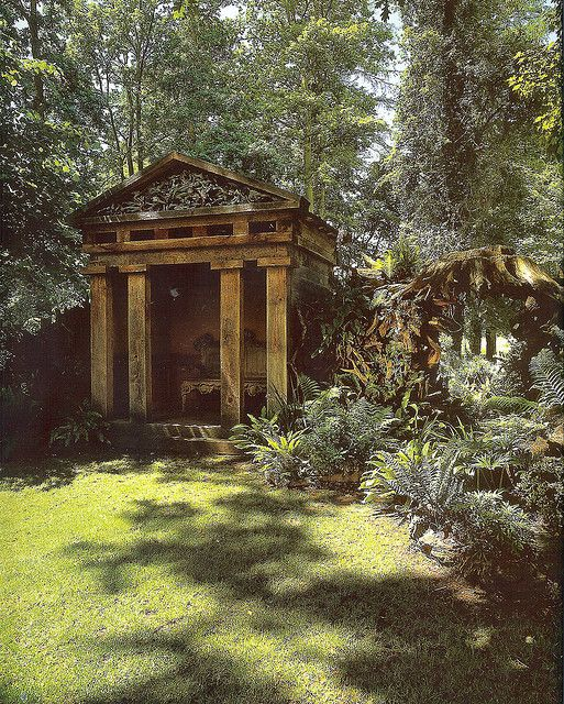 - The Royal Gardens at Highgrove. A folly in the Stumpery. Knocker Up. marchmatron.com