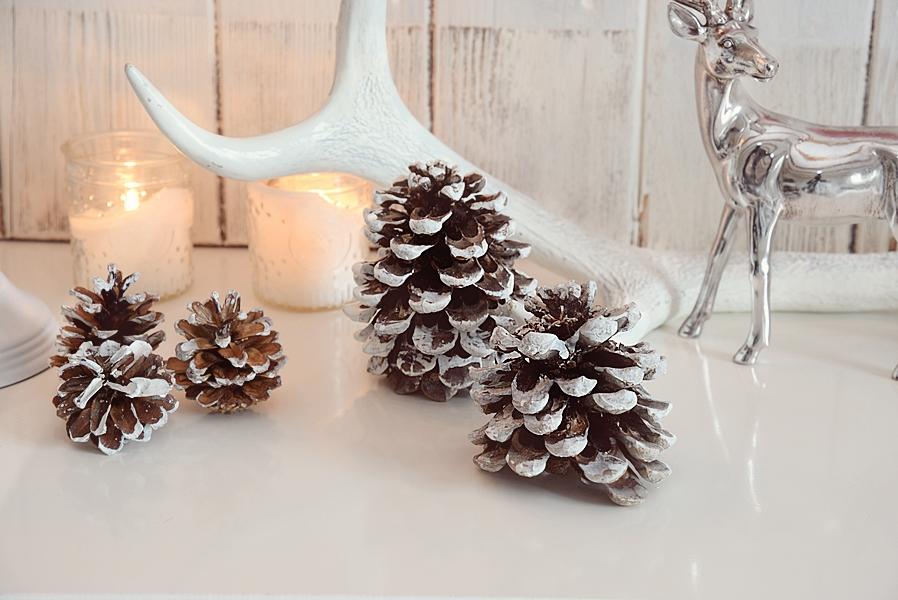 xmas diy ein hirsch aus weihnachtskugeln white and vintage. Black Bedroom Furniture Sets. Home Design Ideas